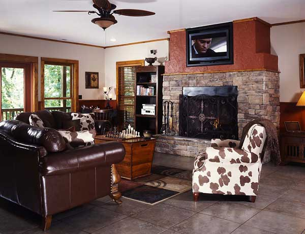 Log home sitting room