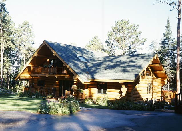 Lakeside Log Home Photo