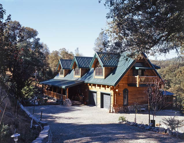 Photos of a creekside log home striking it rich for Log cabin styles