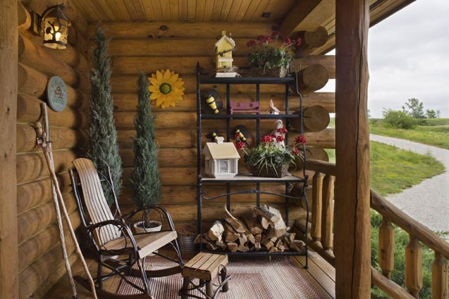 Expedition Log Homes | Entry Porch/Sitting Area