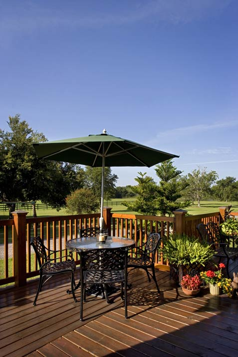 Outdoor dining deck