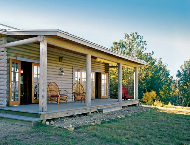 Little treasures a 900 square foot log cabin for Square log home plans