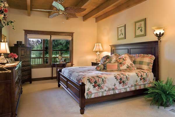 Traditional panel log-home bedroom