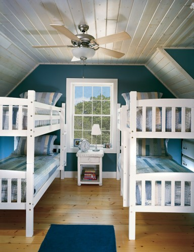 Free-standing bunk beds