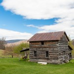 The builder originally recommended a new metal roof for the cabin, but after protestation from Jan, he found a workaround to allow the original roof to stay intact.